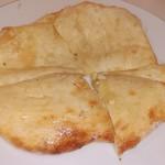 サイラム キャンティーン - チーズナン