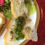 107133284 - 鯛の燻製のカルパッチョ、粒マスタードとワインビネガーの少しさっぱりしたソース