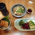 107134507 - 神聖純米吟醸(小)、とりの松風焼、とりハラミのどて煮、漬物盛合せ