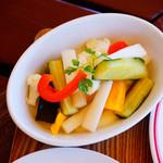 安曇野ワイナリー - ハーブの効いた旬野菜のピクルス