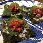 焼肉熱帯夜 ヨルテヤ - 炙りユッケ手巻き寿司