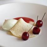 エスキス - ウイキョウのアイス クレープ 発酵イチゴのソース サクランボ