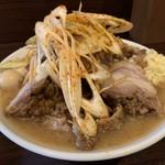 ピコピコポン - 豚マシラーメン、うずら、ピリ辛ネギ、野菜少な目、アブラ、ニンニク
