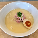 107146790 - 鶏白湯麺(880円)
