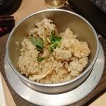 名古屋コーチン専門個室居酒屋 三河邸 - かしわ鶏釜飯 ~鶏の旨味が凝縮した一品~