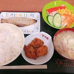107148591 - サバレモン漬け、唐揚げ、サラダ、豚汁(ミニ)、めし(小)総額720円