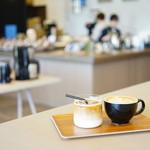 ロクメイコーヒー - CAFE LATTE (¥550)