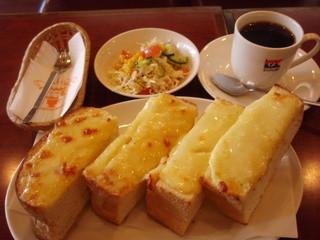 デリカップ - チーズトーストランチ 700円 ランチはミニサラダが付きます