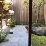 京うどん 生蕎麦 岡北 - 坪庭というか小庭