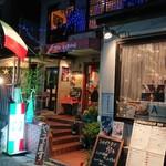 ラ・ベファーナ - 賑やかな店頭。