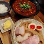 いかれたヌードル フィッシュトンズ - 香格里拉麻婆つけ麺・ラム薫る味玉増し