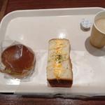 コープベーカリー - 料理写真:フィッシュバーガーと厚切りトースト