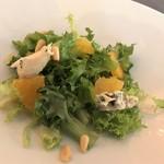 6eme - サラダ エンダイブ・ブルーチーズ・柑橘