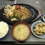 ニュー三郡 - 料理写真:ホルモン定食=900円