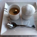 107167336 - 2種類のスープ