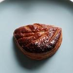ブーランジェリーNARUI - 料理写真:アップルパン