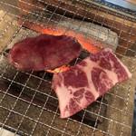 炭火焼肉バル AGITO HIRAO - 炭火で 慎重に焼き上げます~