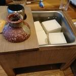 桃栗 - お通し 湯豆腐