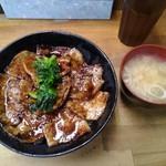 107188526 - 豚丼(中)と味噌汁