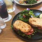 Restaurant&Cafe BRENZA - BLTサンド ほうれん草とポーチドエッグ