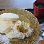 KANON PANCAKES  - ピーナッツクリームと焦がしバナナ
