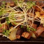 馬肉料理・まぐろと日本酒の店 赤味処馬ぐろ - おふくろ焼き(まぐろのうま煮) これはお値打ち(笑) 食べきれないくらいで780円✨