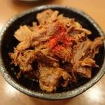 馬肉料理・まぐろと日本酒の店 赤味処馬ぐろ - つきだし、馬肉を炊いたもの♪