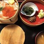 田季野 - 鮭親子輪箱飯