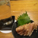 太助 - さ々一の純米酒[650円]とお通し(焼きたらこ)[400円]