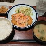 エニシ - 鮭フライ、刻み野菜入りオーロラソース¥800-