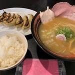 107219746 - ラーメン+餃子セット