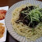 金大来 - チャジャン麺(キムチとナムル) 880円税込み