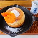 アールカフェ - 米粉のパンケーキ、メープルシロップ