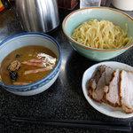縁者 - チャーシューつけ麺(980円)