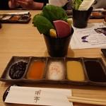 串亭 - 野菜スティック、タレ・薬味