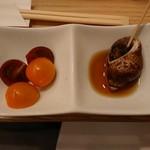 串亭 - 前菜逸品(ミニトマト、バイ貝煮付)