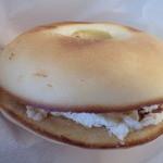 いばらきベーグル - ドライトマトとクリームチーズのサンド