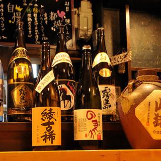 店主の地元、宮崎のレアもの焼酎や、日替わり日本酒もチェック!