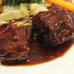 ブラッスリー ジゴ - ごろっと大きめの牛バラ肉の赤ワイン煮込み