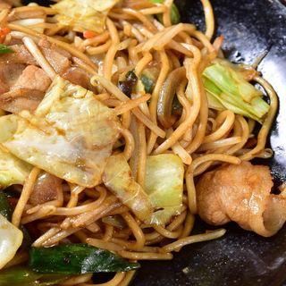 食べごたえのある自家製太麺焼きそば