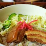UMUYAS-YAH - ラフテー丼(850円)