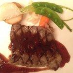 ベルビュー - 料理写真:メインのステーキ 赤ワインとエシャロットソース