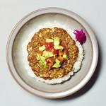 Curry&Spaghetti meer lounge  - フレッシュアボカド&トマト ON カレー