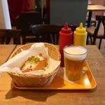 フレッシュネスバーガー - ホットドッグと生ビール