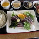 魚問屋 助八 - かつおのたたき定食
