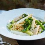 フィオレンティーナ - ホワイトアスパラガスと春野菜のアーリオスパゲッティーニ