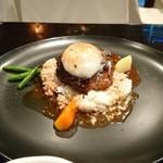 サルバシオン - ハンバーグデミグラスソース温玉のせ(900円税込)