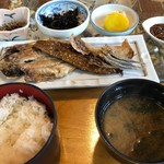 民芸茶房 - ひもの定食 1080円。