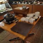 参州楼 - 中央に置かれた「味噌煮込みおでん」と「自家製とうふ」