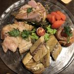 107275146 - 燻製の盛合せ。鯖、サーモン、タラコ、鴨、豚バラ。